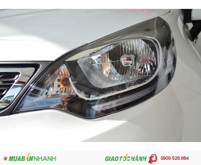 Xe Rio Sedan nhập khẩu nguyên chiếc giá cực mềm