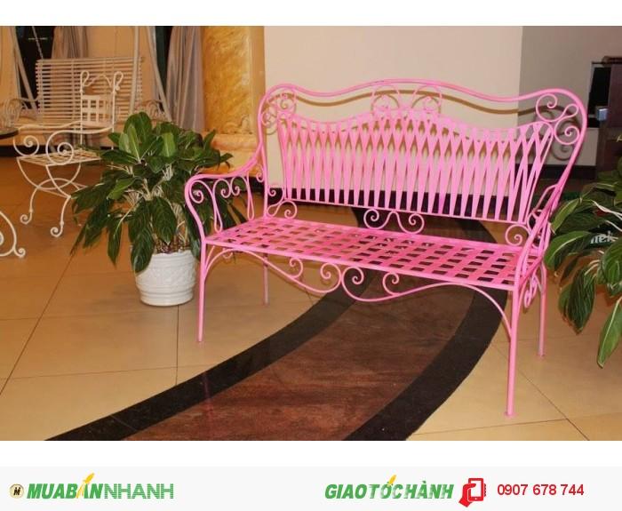 Chiếc ghế sân vườn sắt rèn nghệ thuật mang lại cho khu vườn nhà bạn một không gian mới, là nơi thú vị để bạn có thể ngồi và hòa mình vào môi trường thiên nhiên.0