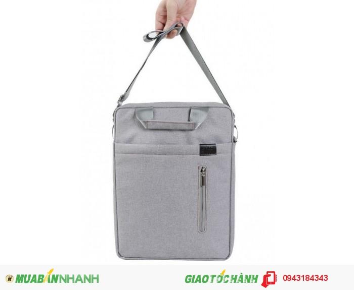 Túi đeo chéo cho Macbook Pro.