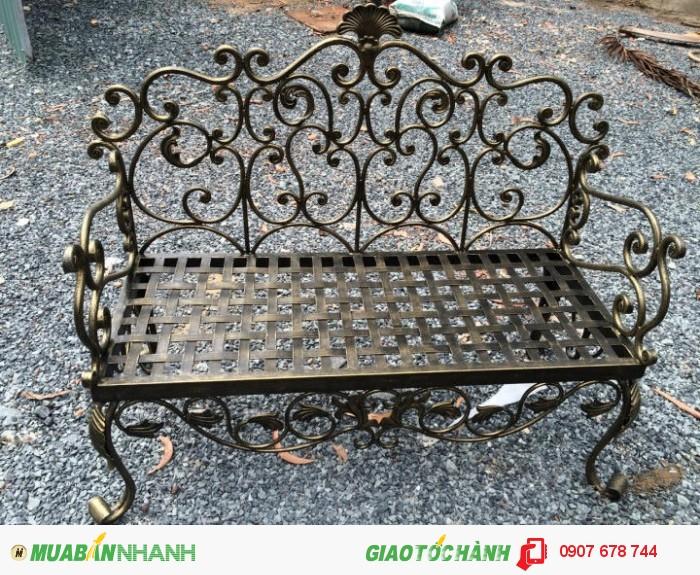 Ghế sofa sắt rèn nghệ thuật Đông Ấn kết hợp vẻ đẹp của phụ kiện sắt làm tăng thêm sự duyên dáng sinh động cho chiếc ghế sofa mà bạn yêu thích. Ghế dài : D1400 x R500 x C450 Giá        : 5.700.000