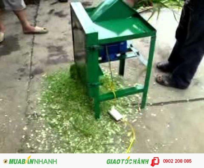 Máy cắt cỏ thái rau làm thức ăn cho gia súc gia cầm0