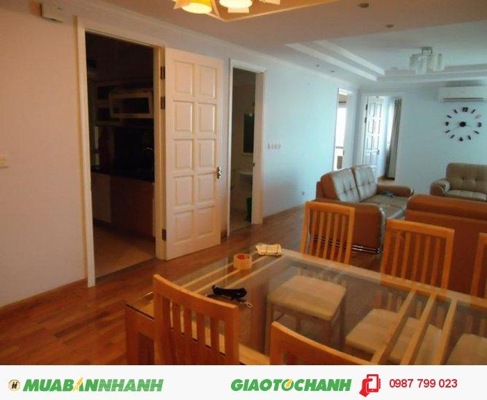 Bán căn hộ 153m2 chung cư 17T3 hoàng đạo thúy , 30 triệu/m2, ban công Đông nam