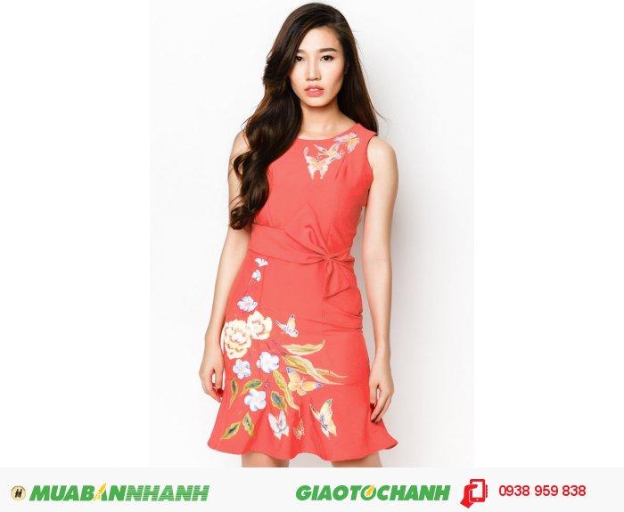 Đầm bèo lai thắt nơ vẽ hoa văn phong cách Hàn Quốc| Mã: AD231-V-hồng| Quy cách: 84-64-88 (+-2): chiều dài tb: 85cm - 90cm | Chất liệu cotton lạnh| Size (S - M - L - XL) | Mô tả: Đầm in họa tiết hoa, bướm sẽ giúp các cô gái trở nên thanh lịch và quý phái hơn trong phong cách của mình. Thiết kế phối nơ thắt tạo điểm nhấn thu hút và góp phần giúp bạn thêm nữ tính. May khóa kéo sau lưng. - Tùng đầm xòe hiện đại..Giá: 898,000 đồng, 4