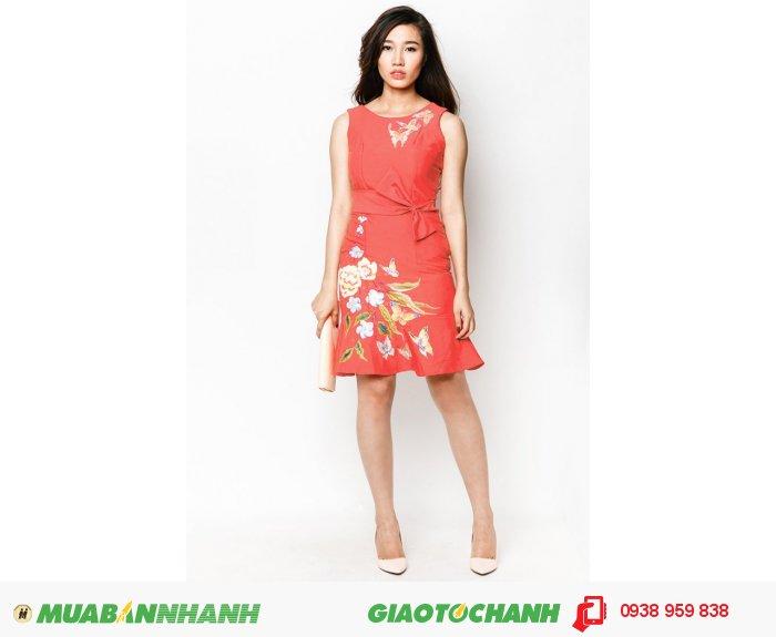 Đầm bèo lai thắt nơ vẽ hoa văn Hàn Quốc cao cấp | Mã: AD231-V-hồng| Quy cách: 84-64-88 (+-2): chiều dài tb: 85cm - 90cm | Chất liệu cotton lạnh| Size (S - M - L - XL) | Mô tả: Đầm in họa tiết hoa, bướm sẽ giúp các cô gái trở nên thanh lịch và quý phái hơn trong phong cách của mình. Thiết kế phối nơ thắt tạo điểm nhấn thu hút và góp phần giúp bạn thêm nữ tính. May khóa kéo sau lưng. - Tùng đầm xòe hiện đại..Giá: 898,000 đồng, 4
