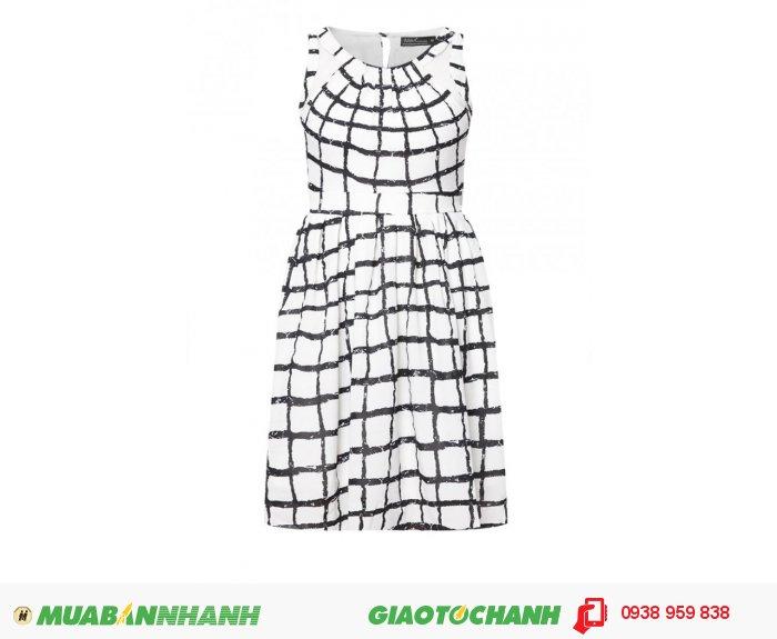 Đầm phối lưới ngắn| Mã: AD233-trắng đen| Quy cách:84-64-88 (+-2): chiều dài tb: 85cm - 90cm | Chất liệu chiffon lụa | Size ( M ) | Mô tả: Đầm phối lưới ngắn mang đến cho các bạn nữ nét dịu dàng và thanh lịch với đầm xòe in họa tiết. Thiết kế phối lưới phần cổ 2 bên góp phần tăng thêm nét độc đáo nhưng không kém phần sang trọng cho bạn. Bo thun lưng eo tinh tế. Giá: 448,000 đồng, 5