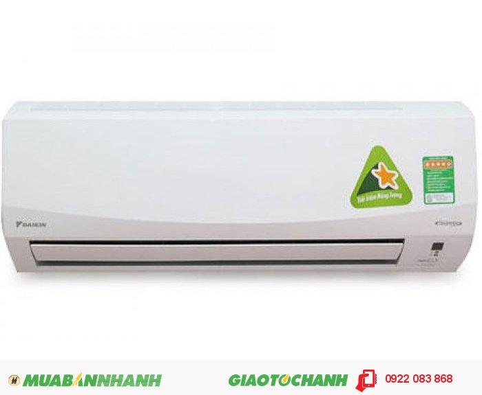 Máy lạnh FTKC35PVMMáy lạnh Daikin FTKC35NVMV/RKC35NVMV 1.5 ngựa (1.5HP) với cánh hướng rộng và hệ thống đảo gió mạnh mẽ đưa luồng khí sảng khoái đến mọi góc trong gia đình bạn. Máy lạnh Daikin FTKC35NVMV/RKC35NVMV thiết kế trang nhã với mặt nạ dàn lạnh được làm theo hình dáng đường cong nụ cười, mang lại vẻ thanh lịch cho không gian nội thất.Tiết kiệm điện năng vận hành êm áiMáy lạnh Daikin FTKC35NVMV/RKC35NVMV mang lại cảm giác mát lạnh thoải mái suốt cả ngày chỉ với lượng điện năng tiêu thụ tối thiểu.Phin lọc xúc tác quang Apatit TitanPhin lọc khử mùi xúc tác quang Apatit Titan có khả năng kháng khuẩn, khử mùi mạnh mẽ, mang lại bầu không khí trong lành, mát mẻ, dễ chịu và sảng khoái.Hoạt động mạnh mẽMáy lạnh Daikin FTKC35NVMV/RKC35NVMV vận hành ở công suất tối đa ngay khi khởi động để nhanh chóng đạt được nhiệt độ cài đặt., 2