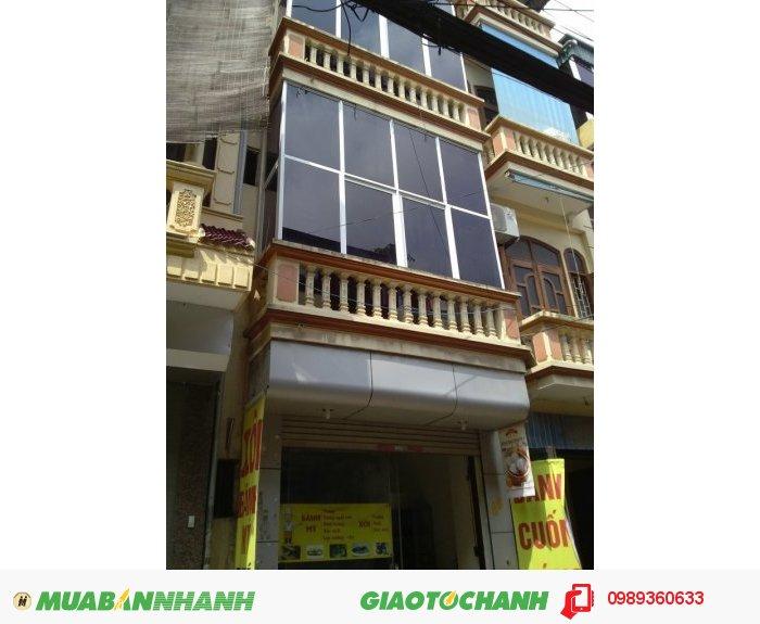 Bán nhà mặt phố Ngã Tư Sở, 32 m2, mặt tiền 6 m giá 10 tỷ (có thể thương lượng)