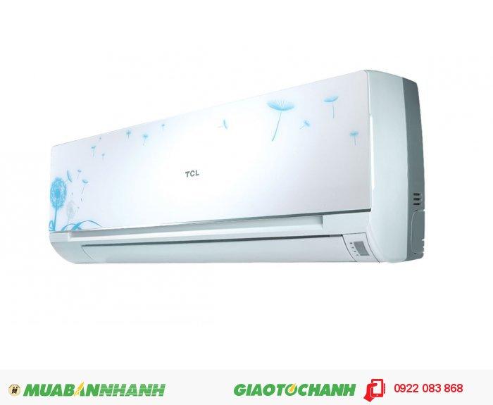 TCL 09CS/CPhong cách thiết kế châu Âu với những họa tiết lạ mắt và nghệ thuật.Công suất làm lạnh 1HP.Tiết kiệm điện đến 40% với máy nén hiệu suất cao điện năng tiêu thụ thấp.Làm lạnh nhanh hơn với dàn lạnh lớn 770mm.Màn hình LED hiển thị thông số nhiệt độ lớn, dễ sử dụng.Tự bảo vệ chống sốc điện, nâng cao tuổi thọ sử dụng.Dàn lạnh và dàn nóng vận hành êm ái.Dàn lạnh và dàn nóng được mạ hợp kim cao cấp TiO2 giúp chống bám bụi và ăn mòn trong suốt quá trình sử dụng.Đường kính ống đồng trao đổi nhiệt của dàn nóng siêu lớn 9.52mm, giúp quá trình làm lạnh diễn ra nhanh chóng.Sử dụng công nghệ ion âm diệt khuẩn, bảo vệ sức khỏe người sử dụng.Lưới lọc 8 trong 1 lọc bỏ những bụi bẩn, vi khuẩn trong không khí.Đặc biệt lớp lước lọc tinh chất trà xanh và Vitamin C giúp khử mùi nhanh chóng, bảo vệ sức khỏe đặc biệt là làn da của người sử dụng.Điều khiển từ xa tiện dụng., 4