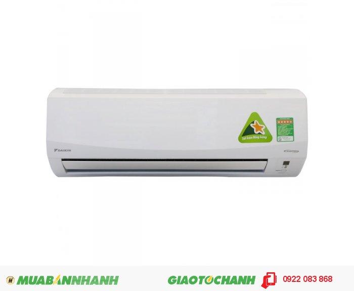 Daikin FTKC35PVMVDòng máy: Máy lạnh dân dụng DC-inverterCông suất làm lạnh: 12.000BTU Công suất lạnh: 1.5hp Tính năng: làm lạnh cho phòng có diện tích vừa phải, làm lạnh nhanh, ít hao điện năng, Xúc Tác Quang Apatit Titan: có khả năng hấp thụ mạnh các phân tử bụi cực nhỏ và tiêu diệt vi khuẩn. Gas lạnh: Gas R32 Kích thước: + Dàn nóng: 550 x 658 x 275 ( mm ) + Dàn lạnh: Đang cập nhật Điện Nguồn: 220V/50Hz Sản xuất tại: Thái lan Bảo hành: 12 tháng, 3