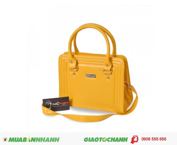 KNK_6037 Túi xách dằn chỉ BLTXV1014001 | Giá: 193,600 đồng | Loại: Túi xách | Chất liệu: Simili (Giả da) | Màu sắc: Vàng | Kiểu quai: Quai xách |Họa tiết: Trơn | Trọng lượng: 500g | Kích thước: 25x19x11 cm | Mô tả: Túi xách được làm từ chất liệu silimi cao cấp đảm bảo độ bền và đẹp. Sản phẩm được thiết kế với nhiều màu sắc: Xanh, Nâu, Đen, Vàng cho bạn nữ tha hồ lựa chọn một chiếc túi phù hợp với phong cách riêng của mình. Đường chỉ may nổi ba vòng bao quanh bên ngoài vô cùng bắt mắt, vừa đảm đảo độ bề vừa mang tính thời trang. Kiểu dáng đơn giản nhưng rất thời trang, phù hợp cho những cô nàng văn phòng, đi dự tiệc hay đi dạo phố. Túi xách dằn chỉ thời trang cho bạn gái là một sự lựa chọn đáng tin cậy phù hợp với nhiều độ tuổi khác nhau mà vẫn thật thời trang., 3