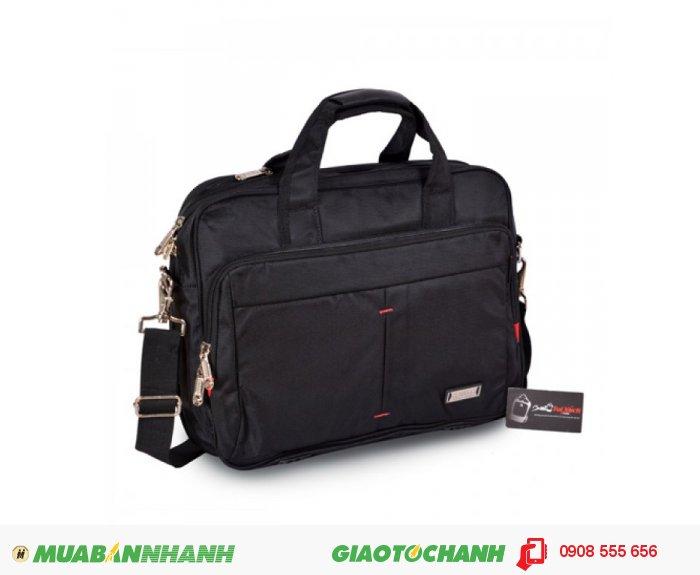 Cặp Laptop BCCLT0715002 | Giá: 340,000 đồng| Loại: Túi xách| Chất liệu: vải bố | Màu sắc: đen| Kiểu quai: Tay xách| Họa tiết:trơn| Trọng lượng: 850kg|Kích thước: 40x29x7 cm| Mô tả: Được thiết kế phù hợp cho đối tượng làm việc công sở, văn phòng và cũng rất phù hợp với nhiều đối tượng khác nhau. Cặp có nhiều ngăn tiện dụng, cho bạn đựng được laptop và nhiều vật dụng khác kèm theo. Túi thiết kế rộng, đeo vai thoải mái và chắc chắn khi đeo. Thích hợp cho mọi người trong cuộc sống như : du lịch, công tác, công sở, sinh viên học sinh,..., tiện ích đa năng. Kiểu dáng đơn giản, trẻ trung và năng động với nhiều tiện ích khác nhau, 1