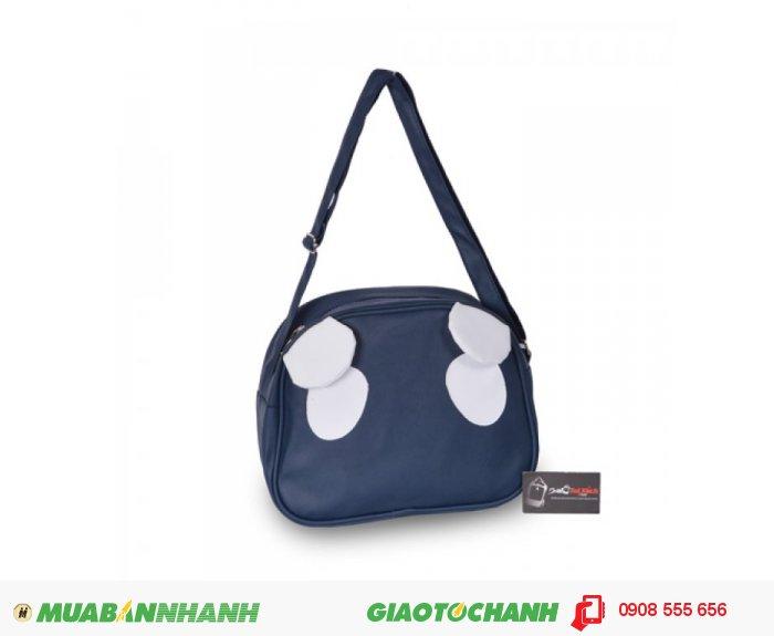 Túi đeo chéo tai gấu MCTDC0715003   Giá: 120.000 đ   Loại: Túi xách   Chất liệu: Simili (Giả da)   Màu sắc: Xanh đen   Kiểu quai: Quai đeo chéo   Trọng lượng: 320 g   Kích thước: 30x24x10 cm, 5