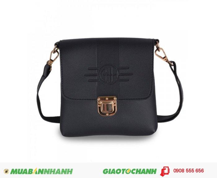 Túi đeo chéo MCTDC1015006 | Giá: 154,000 đ | Chất liệu: Simili (Giả da) | Màu sắc: đen | Kiểu quai: Quai đeo chéo | Trọng lượng: 250 g | Kích cỡ: 1 kích cỡ | Kích thước: 18 x 20 cm (dài x rộng), 3
