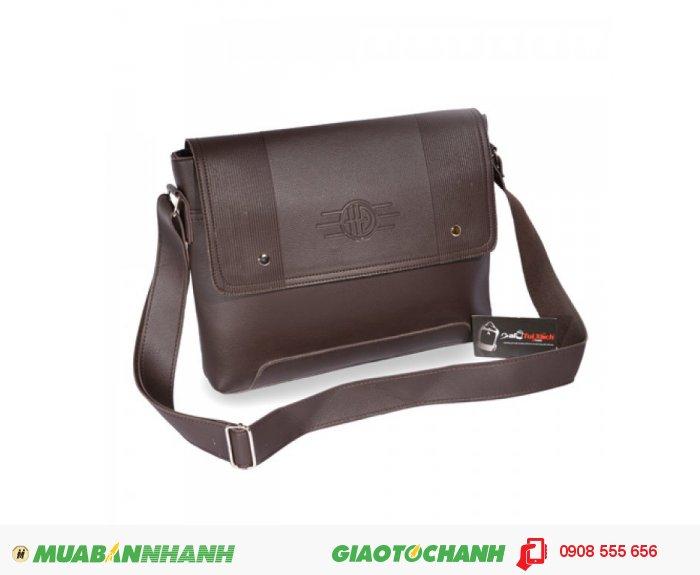 Cặp da đeo chéo MCTDC0715001 | Giá: 220.000 VND | Loại: Cặp da đeo chéo | Chất liệu: Simili giả da | Màu sắc: Nâu đậm | Kiểu quai: Quai đeo chéo | Trọng lượng: 600g | Kích thước: 37x28x4 cm, 2