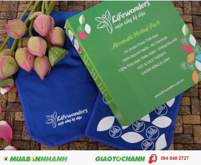 Túi chườm Lifewonders với thành phần thiên nhiên với một trong các thành phần là lá ngải cứu - một nguyên liệu với nhiều công dụng trong đời sống., 1