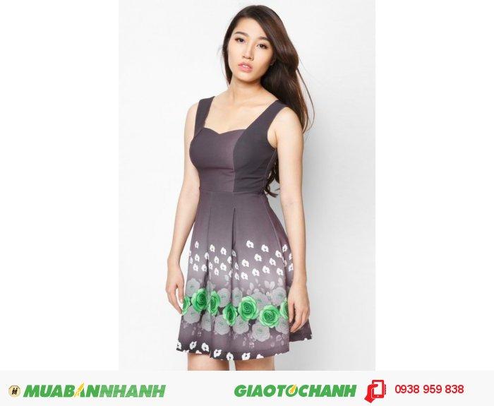 Kiểu váy xếp ly hay váy maxi đều không kén dáng người mặt, ngoài ra màu sắc được phối rất tinh tế, giúp phái đẹp không quá khó khăn khi lựa chọn một chiếc váy dạo phố cho mình hoặc người thân., 2