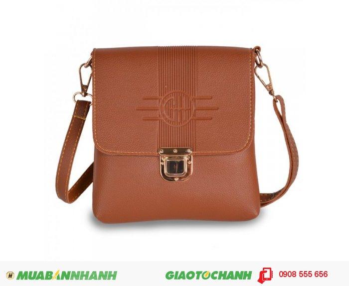 Túi đeo chéo MCTDC1015006 | Giá: 154,000 đ | Chất liệu: Simili (Giả da) | Màu sắc: Nâu vàng | Kiểu quai: Quai đeo chéo | Trọng lượng: 250 g | Kích cỡ: 1 kích cỡ | Kích thước: 18 x 20 cm (dài x rộng)| . Mô tả: Nắp túi đóng mở tiện lợi, không gian túi sử dụng thoải mái, đựng được các giấy tờ quan trọng mà không bị nhàu nát., 3