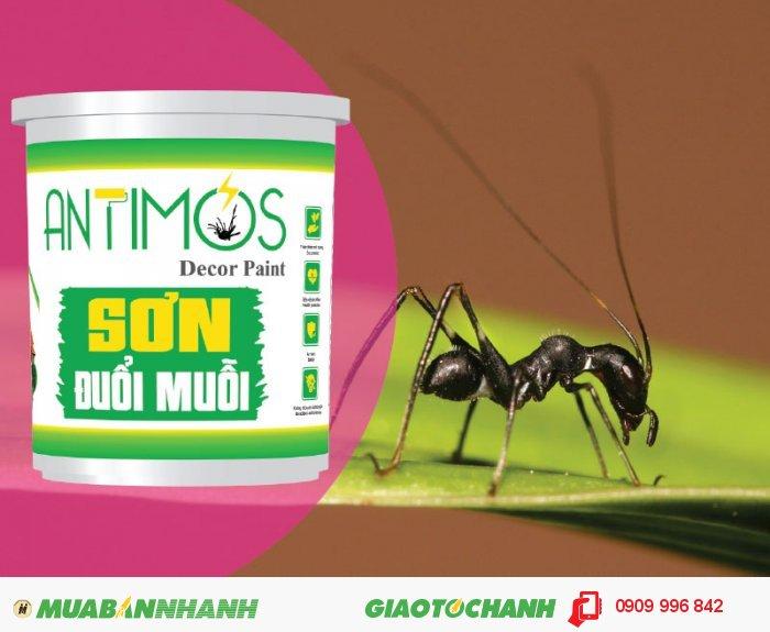Sơn màu đuổi muỗi Antimos | Quy cách: 1000ml | Giá: 250.000đ | Mô tả: Antimos là một dòng sơn mới, mang tính cách mạng nhờ vào khả năng có thể ngăn được muỗi và các loại côn trùng khác, như kiến hôi, kiến đen và kiến ba khoang... Bằng việc sử dụng những viên nang Polymer siêu nhỏ sẽ giúp pha trộn dễ dàng các hợp chất đuổi muỗi vào trong sơn và để chúng phản ứng chậm trong suốt quá trình sử dụng, 2