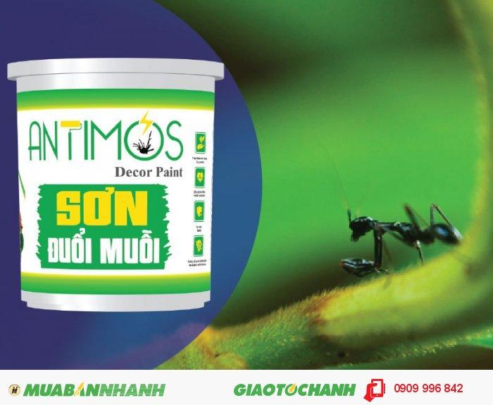 Sơn màu đuổi kiến Antimos | Quy cách: 1000ml | Giá: 250.000đ | Mô tả: Antimos là một dòng sơn mới, mang tính cách mạng nhờ vào khả năng có thể ngăn được muỗi và các loại côn trùng khác. Bằng việc sử dụng những viên nang Polymer siêu nhỏ sẽ giúp pha trộn dễ dàng các hợp chất đuổi kiến vào trong sơn và để chúng phản ứng chậm trong suốt quá trình sử dụng, 1