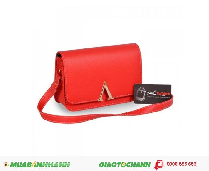 Túi đeo chéo TUTDC0815002 | Giá: 132,000 đ | Loại: Túi xách | Chất liệu: Simili (Giả da) | Màu sắc: Đỏ| Kiểu quai: Quai đeo chéo |Trọng lượng: 350 g | Kích thước: 20x14x6cm |Họa tiết: Trơn | Đặc điểm nổi bật: Thiết kế kiểu bề mặt khóa chữ V sang trọng | Trọng lượng: 350 g | Mô tả: Túi sách được thiết kế với kiểu dáng trẻ trung rất phù hợp với các bạn trẻ, túi sách đơn giản nhưng rất bắt mắt, với bề mặt trước của túi được thiết kế khóa cữ V đem lại vẻ đẹp sang trọng. Chất liệu simili dày dặn, chống thấm nước, dễ lau chùi. , 1
