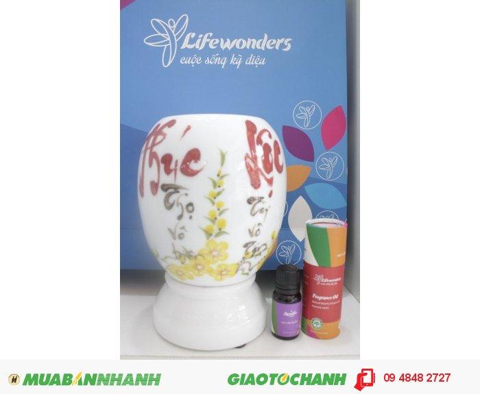 Đèn xông tinh dầu gốm Bát Tràng có nhiều kiểu dáng và hình vẽ khác nhau với chữ thư pháp phong phú cho khách hàng lựa chọn. Giá bán: Bộ lớn 449.000 đ1