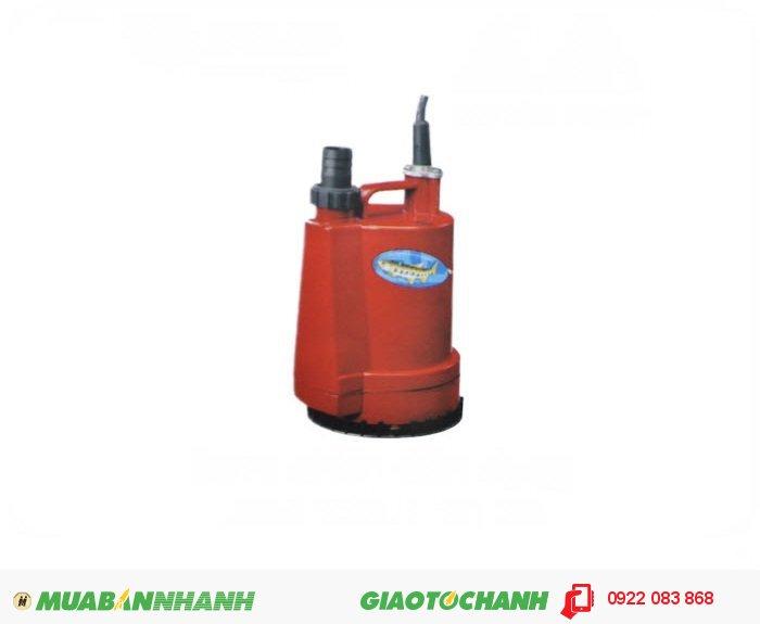"""Máy bơm nước chìm BPS 100W:Giá: 950.000Xuất xứ: Đài LoanCông suất (HP) : 1/6HPLưu lượng nước tối đa(m3/h) : 2.46 m3/h Cột áp tối đa (m): 4mĐiện áp (V) : 1pha 220VCỡ nòng: 1""""Sử dụng đường ống (mm): 34mmKích thước LxWxH (mm): 155x155x240Trọng lượng (kg): 3.1 kgMáy bơm nước BPS 100W chìm nhỏ gọn, nhẹ , mẫu mã đẹp, dễ dàng sử dụng., 1"""