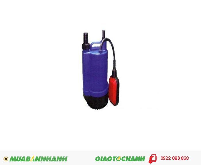 """Máy bơm nước chìm BPS 100A:Giá: 1.150.000Xuất xứ: Đài LoanCông suất (HP) : 1/6HPLưu lượng nước tối đa(m3/h) : 2.46 m3/h Cột áp tối đa (m): 4mĐiện áp (V) : 1pha 220VCỡ nòng: 1""""Sử dụng đường ống (mm): 34mmKích thước LxWxH (mm): 155x155x240Trọng lượng (kg): 3.3 kgMáy bơm nước chìm BPS 100A Motor khô, siêu tiết kiệm điện, giải nhiệt bằng môi trường nước xung quanh giúp tăng tuổi thọ sử dụng của máy bơm., 2"""