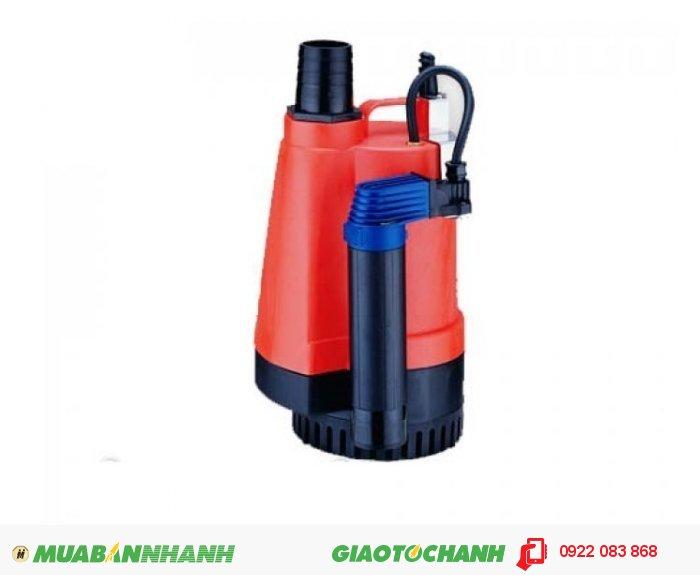 """Máy bơm nước chìm BPS 200A:Giá: 1.490.000Xuất xứ: Đài LoanCông suất (HP) : 1/4HPLưu lượng nước tối đa(m3/h) : 6 m3/h Cột áp tối đa (m): 4mĐiện áp (V) : 1pha 220VCỡ nòng: 1 1/4""""Sử dụng đường ống (mm): 42mmKích thước LxWxH (mm): 189x148x257Máy bơm nước chìm BPS 200A Cốt thép được kết hợp với phốt chịu mài mòn và ron tròn chống rò rỉ dầu., 4"""