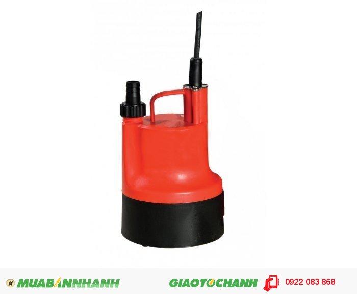 """Máy bơm nước chìm BPS 80W: Giá: 850.000Xuất xứ: Đài LoanCông suất: 1/10HP – 80WLưu lượng nước tối đa(m3/h) : 1.8 m3/h Cột áp tối đa (m): 2.5mĐiện áp (V) : 1pha-220VCỡ nòng: 3/4""""Sử dụng đường ống (mm):27mmKích thước LxWxH (mm): 136x136x232Trọng lượng (kg): 2.3 kgMáy bơm nước chìm BPS 80W thích hợp bơm ao hồ, cá cảnh, tuần hoàn nước, 5"""