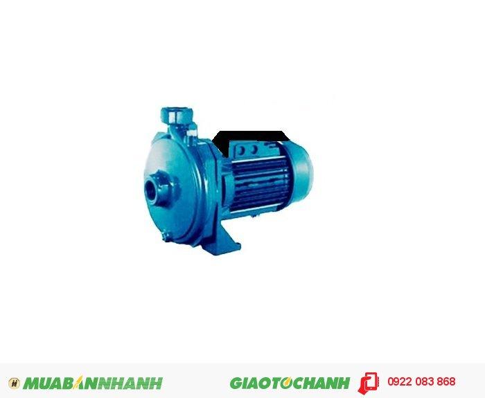 Máy bơm nước ao hồ Shimizu CM-100Giá: 1.850.000Lưu lượng: 100L/phút.Độ sâu hút tối đa: 9m.Tổng cột áp: 35m.Ống hút và đẩy: 25mm.Nguồn điện: 220V/1pha.Công suất: 750W.Xuất xứ:IndonexiaMáy siêu bền được chế tạo đặc biệt để tối ưu hóa sức hút, sức đẩy. Là dòng máy bơm đa dụng, có thể dùng đẩy cao tầng, hút giếng, rửa xe, tưới cây, tăng áp hệ thống cấp, lọc nước..., 1