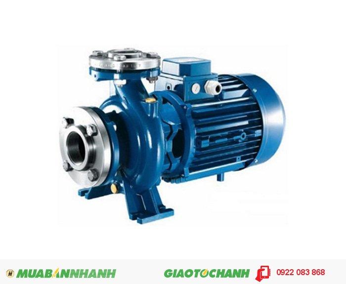 Máy bơm nước ba pha Pentax CM32-160CGiá: 3.450.000Xuất xứ:ItalyModel: CM 32-250BCông suất: 11Kw/15HPĐiện áp sử dụng: 380VLưu lượng: 7,5- 30 m3/hChiều cao bơm: 81-52,5 mKích thước họng hút -xả: 50-32 mmVật liệu thân bơm NhômCường độ dòng điện: 24,2ANhiệt độ chất lỏng bơm tối đa 90 °C, 1