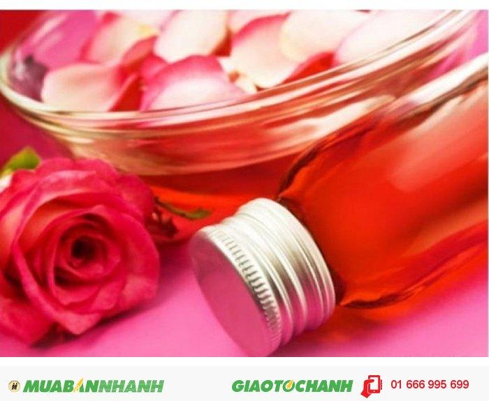 Tinh dầu hoa hồng có thể giúp cân bằng hóc-môn nữ, điều hòa chu kỳ kinh nguyệt, giải tỏa các triệu chứng tiền kinh nguyệt hay trong quá trình hành kinh. , 2