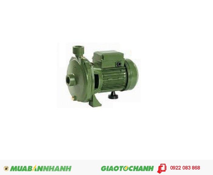 Máy bơm nước giếng Sena K 100Giá: 1.400.000Hãng sản xuất: SenaCông suất (W): 740Lưu lượng ( lít/phút): 130Độ cao đẩy ( m ): 33Độ sâu hút ( m): 9Đường kính ống hút (mm): 25Đường kính ống đẩy (mm): 25Nguồn điện: 220V - 50 HzXuất xứ: Việt Nam, 3