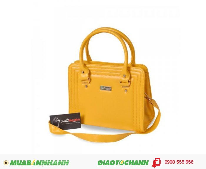 Túi xách dằn chỉ BLTXV1014001 | Giá: 193,600 đồng | Loại: Túi xách | Chất liệu: Simili (Giả da) | Màu sắc: Vàng | Kiểu quai: Quai xách |Họa tiết: Trơn | Trọng lượng: 500g | Kích thước: 25x19x11 cm | Mô tả: Túi xách được làm từ chất liệu silimi cao cấp đảm bảo độ bền và đẹp. Sản phẩm được thiết kế với nhiều màu sắc: Xanh, Nâu, Đen, Vàng cho bạn nữ tha hồ lựa chọn một chiếc túi phù hợp với phong cách riêng của mình. Đường chỉ may nổi ba vòng bao quanh bên ngoài vô cùng bắt mắt, vừa đảm đảo độ bề vừa mang tính thời trang. Kiểu dáng đơn giản nhưng rất thời trang, phù hợp cho những cô nàng văn phòng, đi dự tiệc hay đi dạo phố. Túi xách dằn chỉ thời trang cho bạn gái là một sự lựa chọn đáng tin cậy phù hợp với nhiều độ tuổi khác nhau mà vẫn thật thời trang., 1