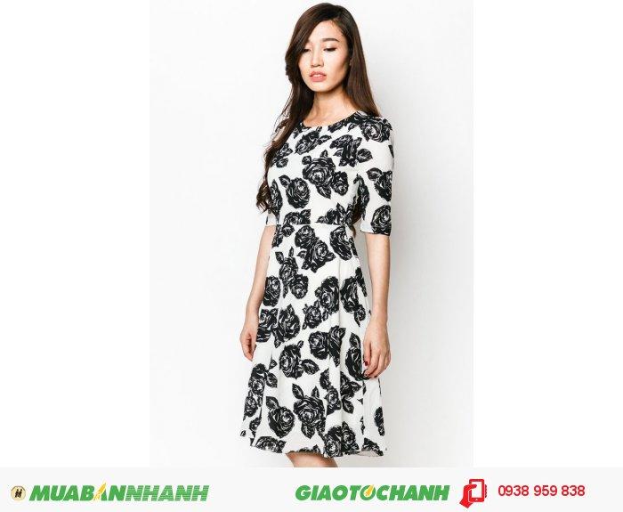 Đầm cổ tròn tay lỡ | Mã: AD228-trắng | Giá 788000 Quy cách: 84-66 (+-2): chiều dài tb: 85cm - 90cm | Chất liệu: lụa cát | Size (S - M - L - XL) | Mô tả: Những bông hoa tạo điểm nhấn tinh tế trên nền váy màu trắng. Chiếc váy này phù hợp diện trong mọi hoàn cảnh, đặc biệt là những ngày du xuân ấm áp., 2