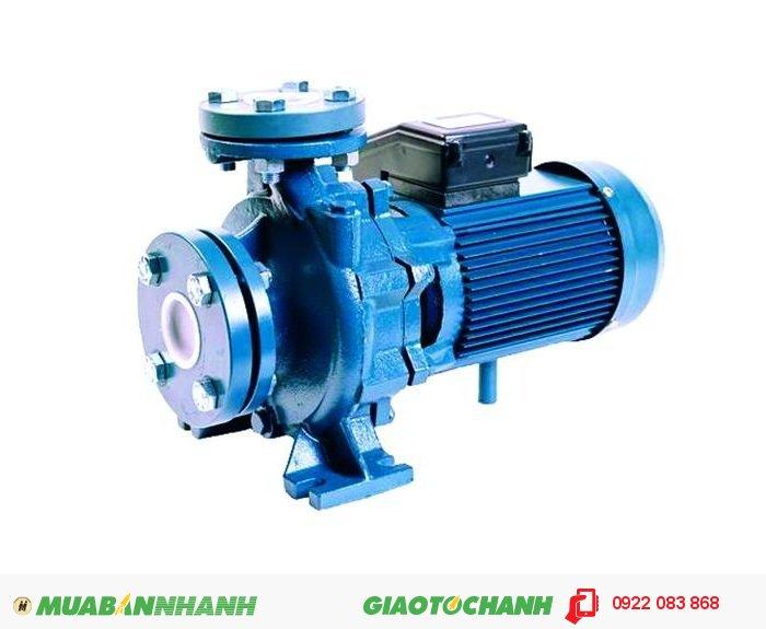 Máy bơm nước loại nào tốt PENTAX CM 32-160A: Phục vụ cho nông nghiệp như tưới tiêu, điều tiết nước.Giá: 4.970.000-Lưu lượng (m³/h): 6-27-Cột áp (m): 36,4-22,3-Điện áp 3 pha 380 V-Công suất (kW) : 3-Thân bơm, khung động cơ: Sắt đúc-Cánh quạt: Gang hoặc đồng tùy theo từng phiên bản-Con dấu cơ khí: Gốm-graphite-Trục:Thép không gỉ AISI304-Động cơ cảm ứng hai cực : 3 pha 230/400V-50Hz, 1