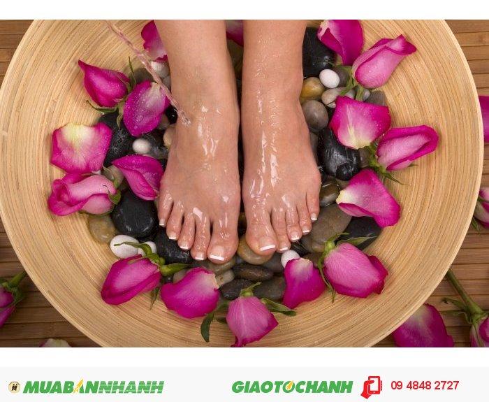 Đặc biệt, túi chườm chân có hai loại chườm nóng và lạnh.Túi chườm nóng giúp: giảm nhức mỏi bàn chân, Giảm tê chân, rất tốt cho người bị chứng lạnh bàn chân, tăng cường sự thư giãn, lưu thông khí huyết, sưởi ấm bàn chân, tác động vào các huyệt tại lòng bàn chân, 2