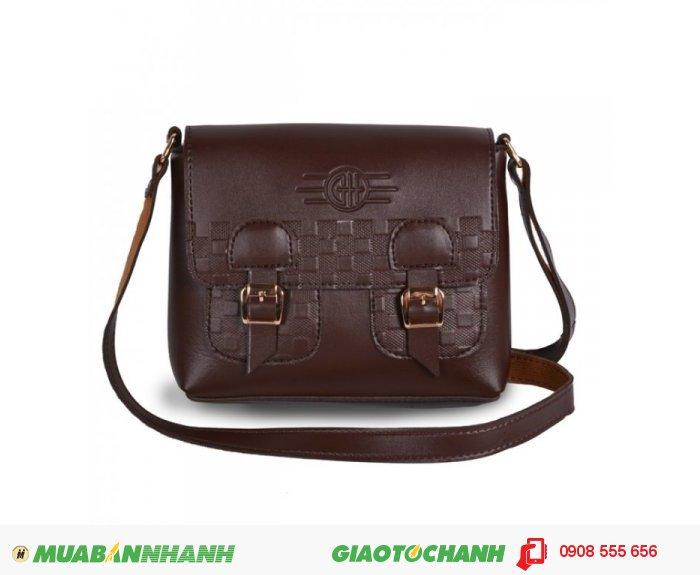 Túi đeo chéo MCTDC1015007 | Giá: 143,000 đ | Chất liệu: Simili (Giả da) | Màu sắc: Nâu | Kiểu quai: Quai đeo chéo | Trọng lượng 300 g | Kích cỡ: 1 kích cỡ | Kích thước: 21x17 cm | Mô tả: Với chất liệu simili bền đẹp bạn có thể mang túi theo bất cứ đâu, túi cũng rất dễ dàng khi vệ sinh., 3