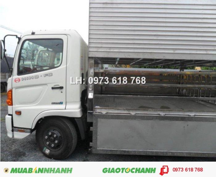 Chuyên đóng thùng xe chở heo, Hino Fg 9 tấn chở heo 1