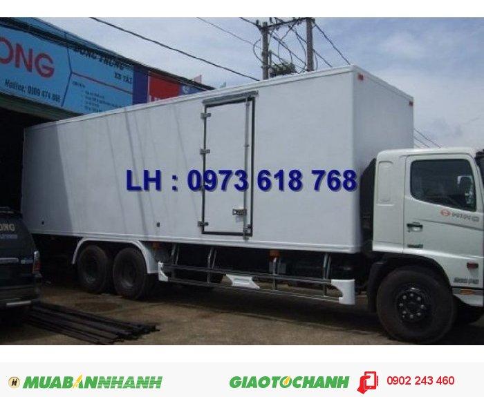 Bán xe tải Hino 3 chân thùng kín chở  hàng hóa