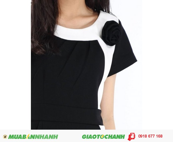 Đầm nữ phối hoa vai màu đen ZID90072