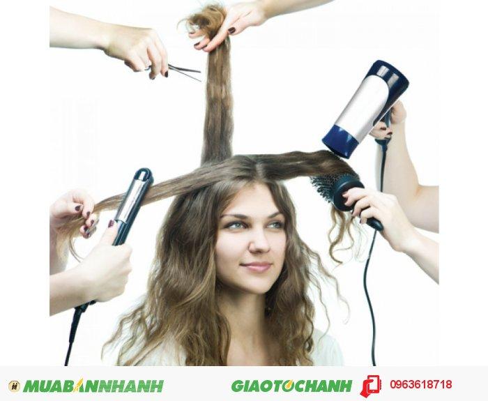 Với những người thường xuyên tạo kiểu tóc, Hair Revitalash giúp mái tóc bóng khỏe hơn với hàm lượng cao các axit béo và sterol thực vật, cung cấp dưỡng chất cho mái tóc bóng khỏe, kích thích mọc tóc từ bên trong với công thức pha trộn tiên tiến các Ginkgo Biloba giúp kích thích các nang tóc con mọc từ bên trong., 3