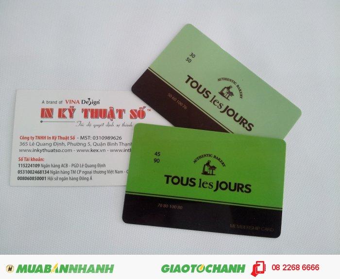 Thực hiện in thẻ nhựa, in thẻ nhựa khuyến mãi, thẻ VIP, thẻ ưu đãi với máy in offset: Với máy in offset bốn màu theo hệ màu CMYK, cho phép bạn thực hiện in ấn với bất cứ màu sắc nào mình mong muốn. Máy in bốn màu giúp đơn hàng in thẻ nhựa PVC của bạn được thực hiện nhanh chóng hơn., 1