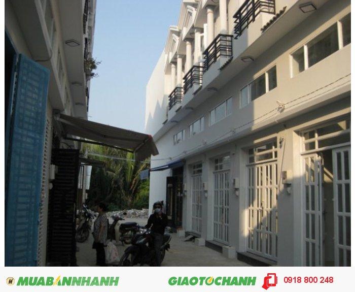 Nhà 3 tầng DTSD 90m2, 4PN Đ.12m Hoàng Quốc Việt