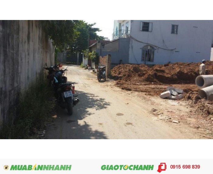 Bán đất  mặt tiền đường Nguyễn Duy Trinh, quận 2.