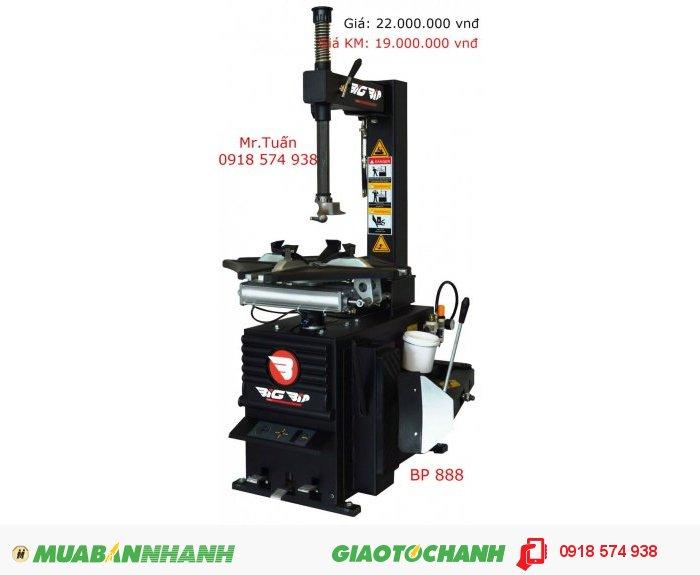 BP 888 Thông số kỹ thuật: Đường kính hẹp ngoài: 8''-20'' Đường kính hẹp trong: 10''-24'' Chiều dày bánh xe: 12.5'' Đường kính bánh xe: 1100mm Điện áp: 220V Áp suất khí nén: 10 bar