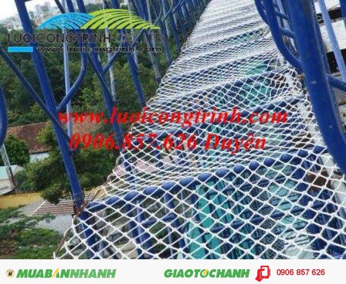 Lưới dù hứng rơi cho công trình quanh giàn giáo3