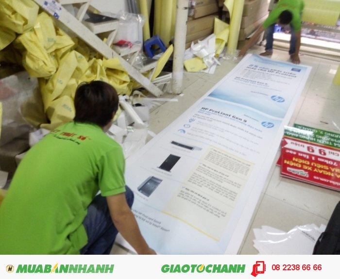 Nhân viên gia công In Kỹ Thuật Số cán màng mờ cho poster PP khổ lớn, 1