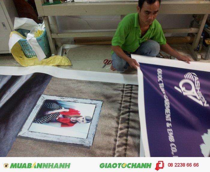 Phông nền PP trang trí cho shop thời trang được đặt in tại In Kỹ Thuật Số | Đội ngũ nhân viên gia công của In Kỹ Thuật Số thực hiện gia công ngay sau khi thành phẩm in PP được hoàn thành, 2