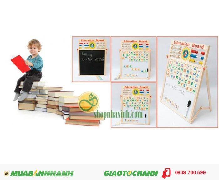 Bạn cũng có thể dạy con học đếm bằng những viên gỗ màu sắc hoặc dạy bé các phép tính cộng đơn giản với những viên gỗ in sẵn số và dấu.4